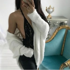 NWOT S/M soft sexy cacoon white cozy cardi.💖